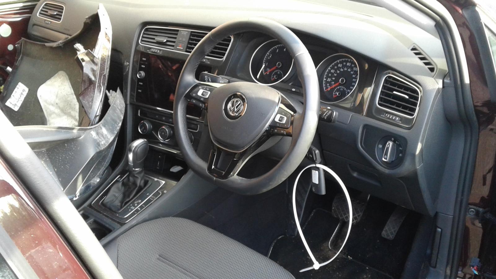 2017 Volkswagen GOLF SE NAVIGATION TSI BLUEMOTION T Image