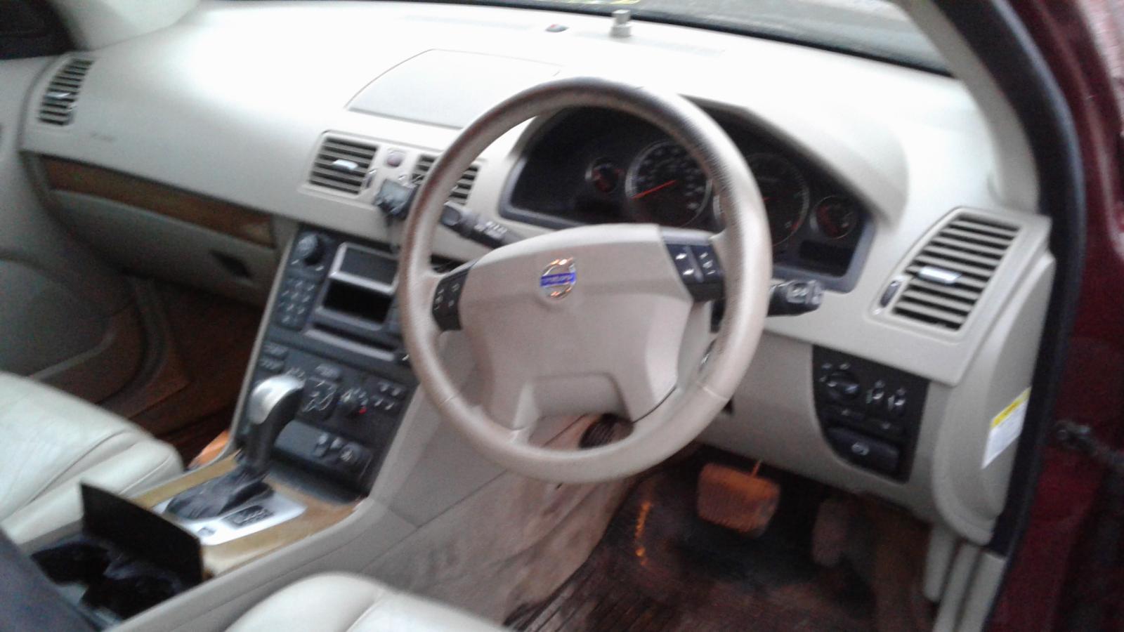 2004 VOLVO XC90 Image
