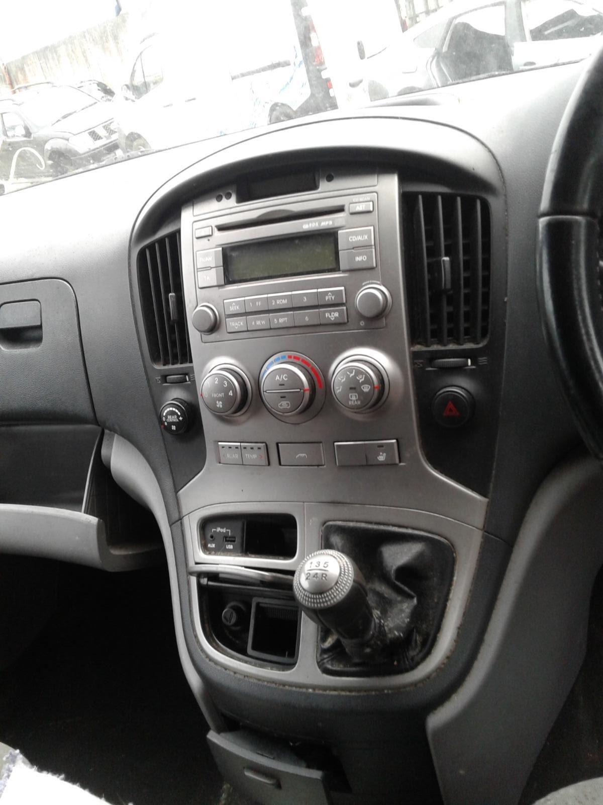 2011 HYUNDAI I800 Image
